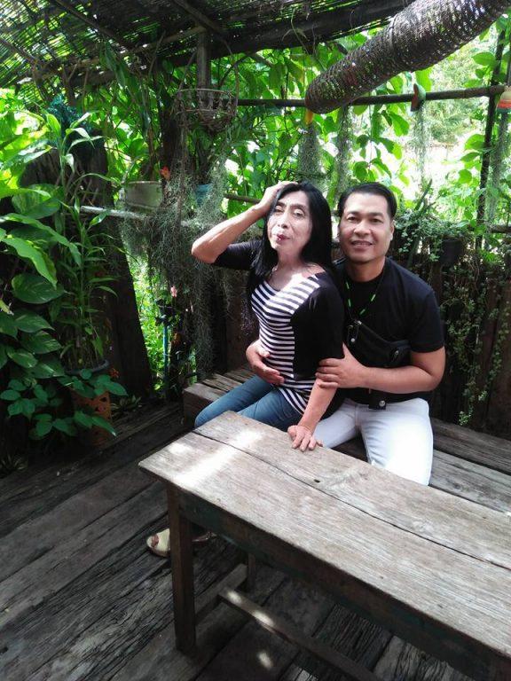 泰國「最辣熟女」分享跟男友超閃照,網友驚訝到「立刻按退後鍵」...