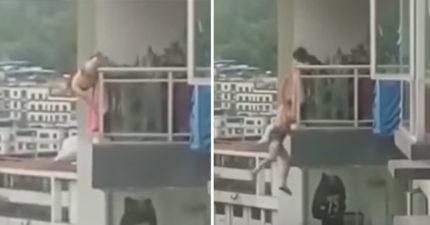 七旬老母全力抓住「要跳樓自殺」的女兒,掙扎10分鐘後手沒力了... (兒童不宜)