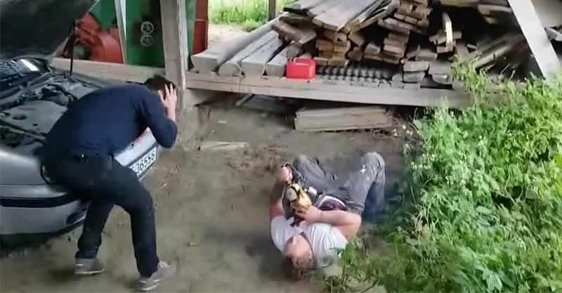 挪威男子想惡整好友「被電鋸切進胸口噴血」,友人當場昏倒靈魂出竅!(影片)