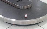 澳客惡作劇只託運「一罐啤酒」!最後出現在行李轉盤上的是... (影片)