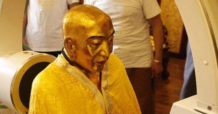 中國寺廟裡的千年佛像被拿去掃描,發現裡面的法師「大腦跟骨頭」依然健在!