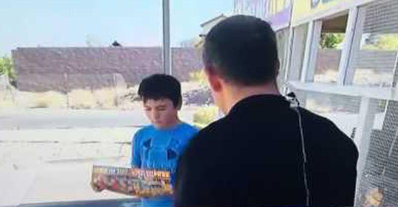 記者上前問男孩問題,「超屁8+9」被嗆到差點辭職!