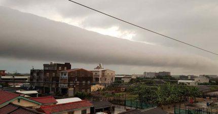 台南天空出現異象,罕見「滾軸雲」網友:「要被入侵了嗎?」