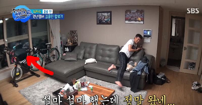 韓國節目乍看很歡樂,一到2:55處看玻璃反射觀眾嚇壞了!