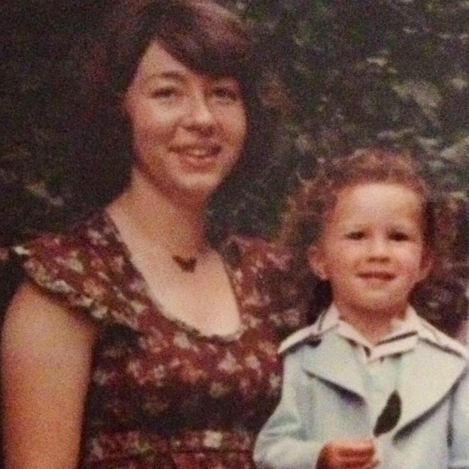 他小時候被媽媽「硬逼射精」,長大後慶幸有「聽媽媽的話」!