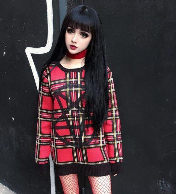 爆紅「暗黑系芭比娃娃」電翻粉絲 「素顏曝光」網心疼:何必?