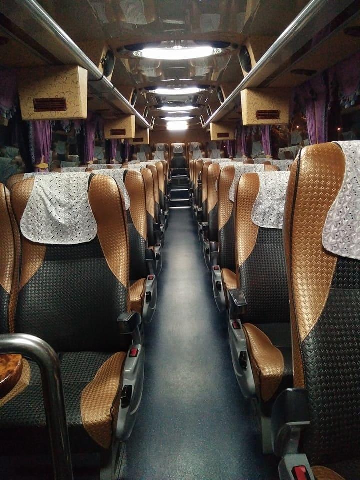 36名乘客「在遊覽車上吃便當後」變這樣,司機驚訝:20年首見!另一台巴士司機也嚇到!