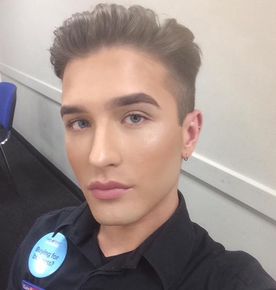 美男化妝上班太辣被主管要求卸妝,他憤怒反擊讓公司怕到「是誤會」