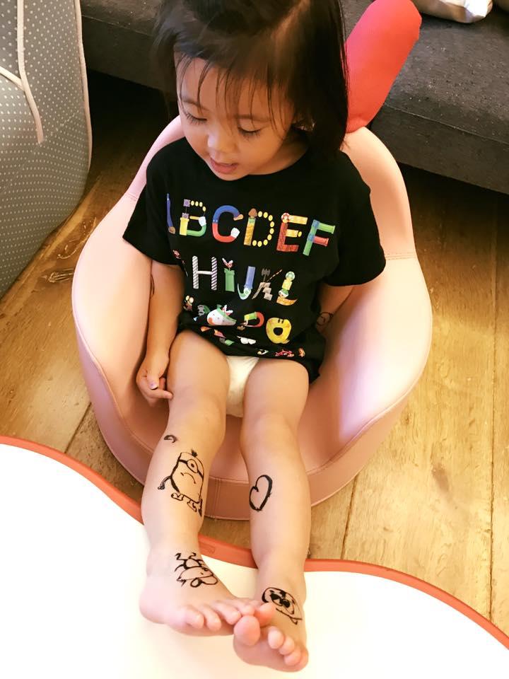 賈靜雯氣壞?!修杰楷幫咘咘「全身刺青」,他:媽媽應該不會翻臉吧?