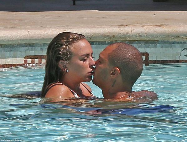 囚犯能改過自新嗎?「最帥囚犯」搭上億萬富豪千金「遊艇忘情熱吻」,立馬跟8年老婆離婚!