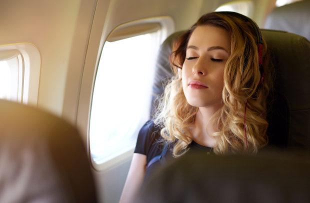 為什麼飛機總是冷得要命?不這麼冷你就會昏倒了!