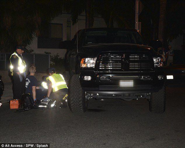 小賈斯汀用巨型轎車「撞倒狗仔攝影師」,對方「痛苦倒地」需要緊急送院...