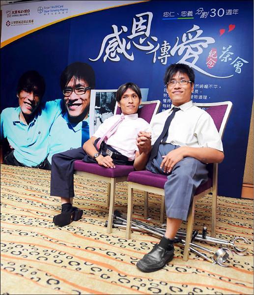 還記得亞洲首次成功分割的「連體嬰」嗎?如今弟弟的龍鳳胎「抓周畫面」感動了所有人!