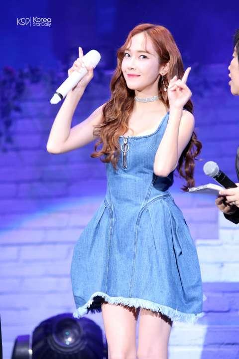 Jessica颱風天照樣開唱,台上問答題自己爆料「鄭秀妍根本不是她的名字!」