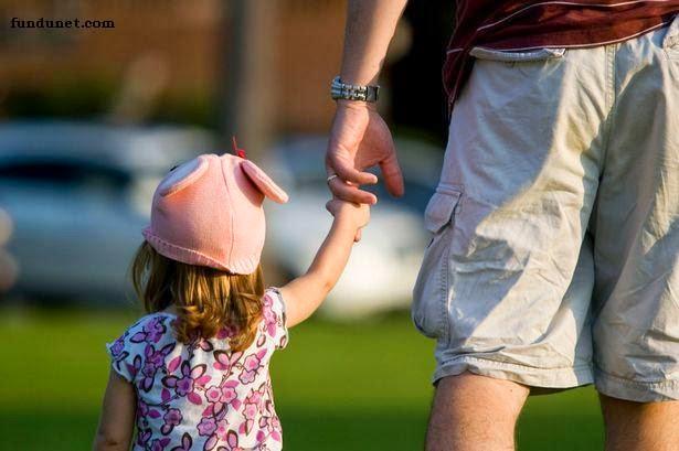 小妹妹偷拿2支傘被發現,老爸還「無腦護航」:不然要怎樣?