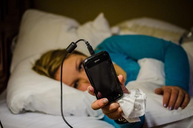 你手機「充電一年」到底總共花了多少錢?最後出來的數字會把你嚇到!