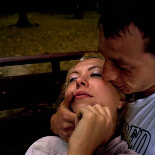 23歲男得知女友染愛滋「故意不戴套愛愛」!「不能戴原因」讓女友淚崩。