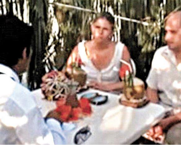 夫婦到馬爾地夫結婚「花3萬請當地人用土語證婚」,回家誓言翻譯後被嚇壞了!(影片)