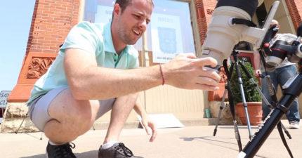 拍攝「日全蝕」其實超危險!這就是「不用太陽濾鏡」拍攝日全食的超致命畫面!(影片)