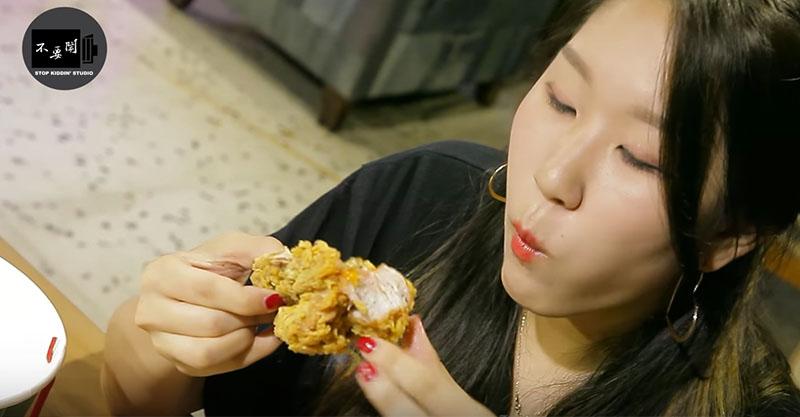 韓國正妹試吃網路票選「台灣最狂炸雞」,擊敗胖老爺的這間讓網友滿口口水!