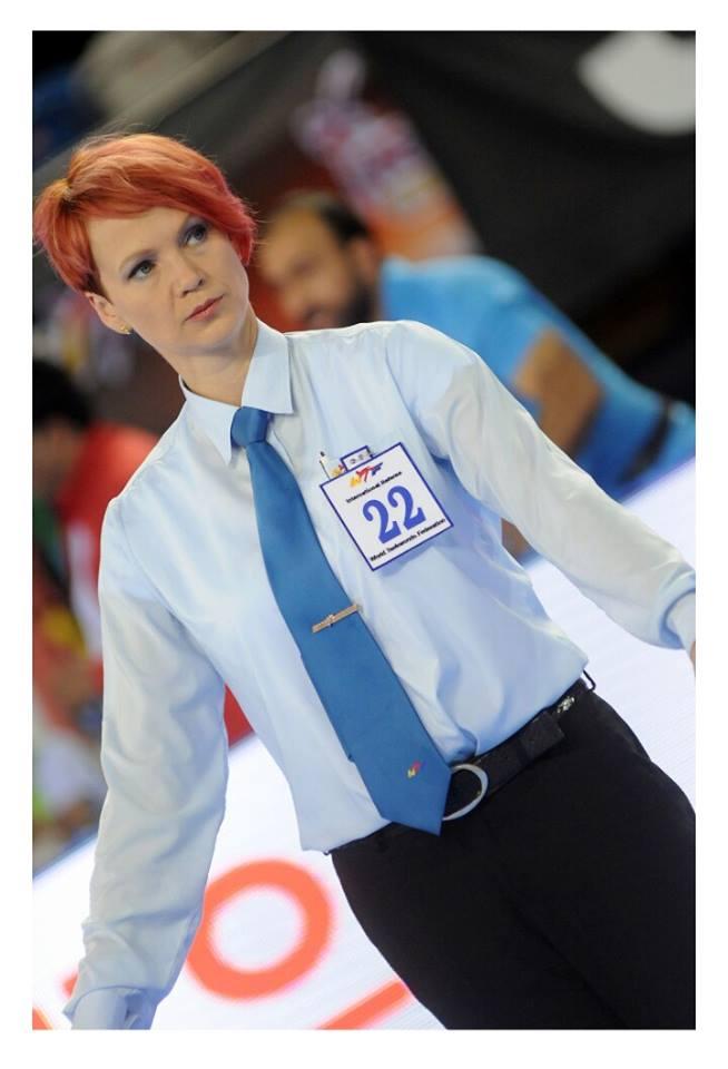 世大運金髮女裁判超正,186cm配「驚人鉛筆長腿」網炸紅!認證台灣「打敗韓國的強敵」!