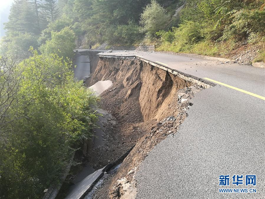 末日畫面!四川九寨溝「7.0強震」13死175傷,餘震769次而且還沒結束!