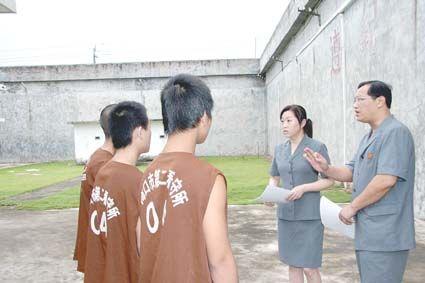 被強逼喝尿!少年犯淚揭獄中生活「被逼吃30隻雞翼」當眾自.慰,「他們笑得好開心」!