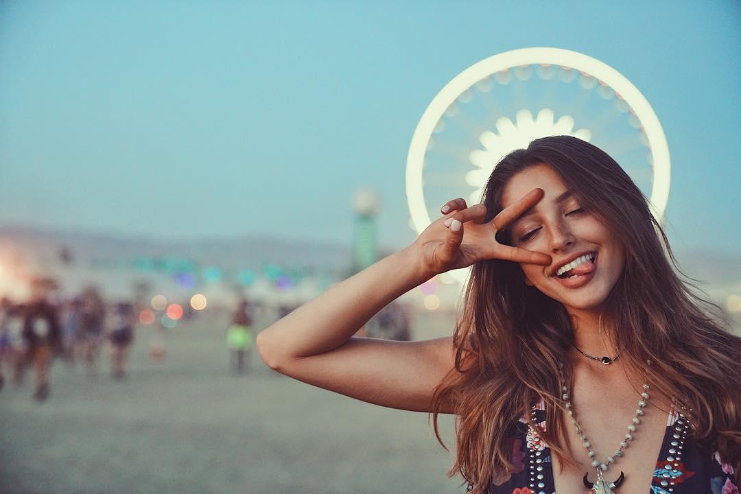 美國「陽光性感女模」爆紅到日本,甜美外表下有著不合乎年紀的「致命好身材」!