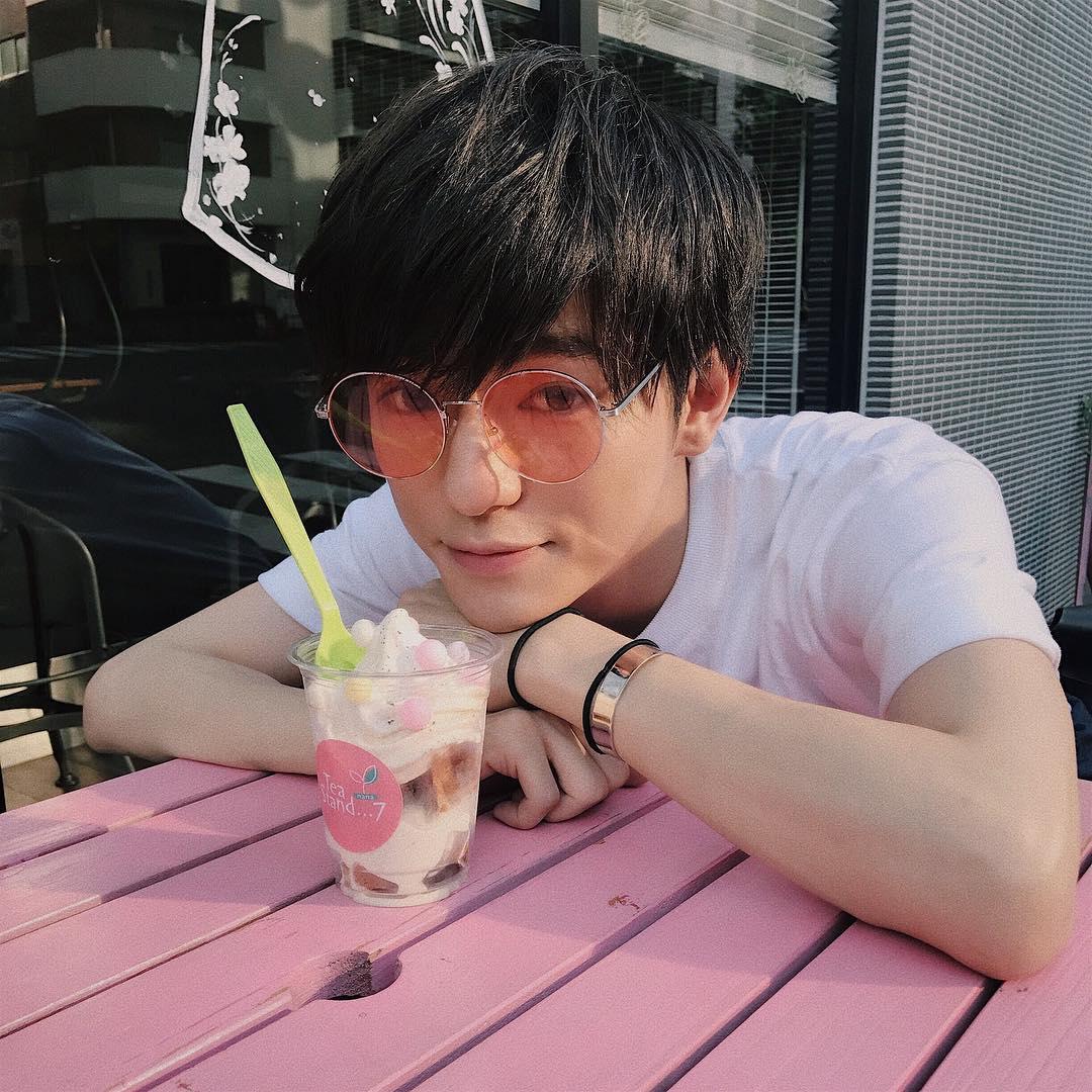 日本「小鮮肉Youtuber」拍彩妝教學,卸妝後模樣讓他爆炸紅!