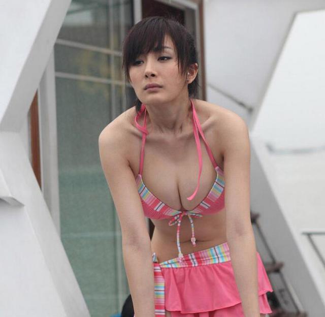 「楊冪紫裙子」關鍵字搜尋到第二名,因為風一吹「無敵美景」!