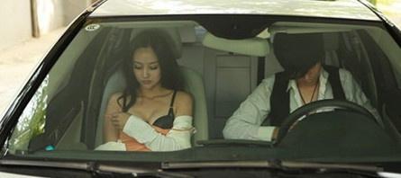 Uber司機開進死巷掏脫褲威脅逼口交!醉女機智用水洗他GG嗆「我得愛滋5年」!