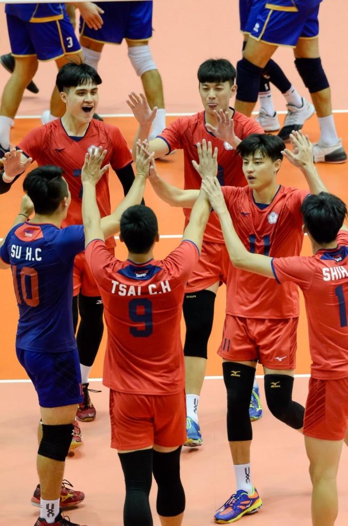 最後以關鍵第5局奪首勝!克服12公分身高差,中華男排對強勁美國隊陷入僵局。
