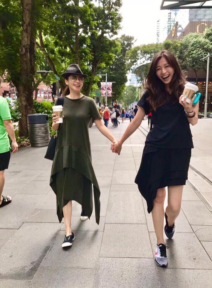 徐若瑄分享姐姐逛街照,超高顏值根本「不像40歲」一點都不輸她!網友驚:「也凍太久了!」