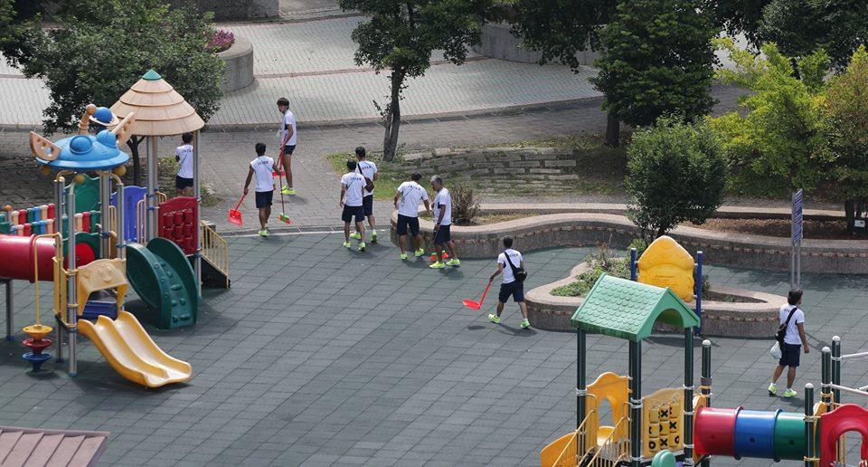 日本人更愛台灣!日足球隊「晚上 VS 法冠軍賽」,早上竟 「整隊幫掃運動公園」居民驚呆...