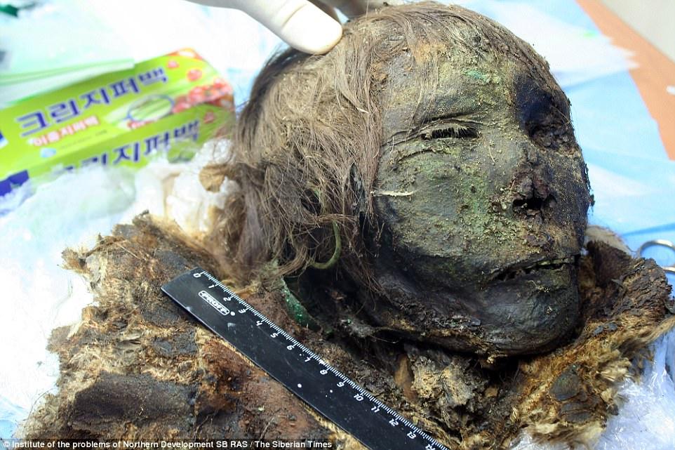 考古學家挖出沈睡900年「北極公主」,「臉部細節」保存完就像剛沉睡一樣。