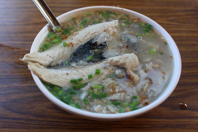 說好的俗夠大碗呢?正港台南在地人嘆「超不親民」揭台南銅板美食詐欺的秘密!