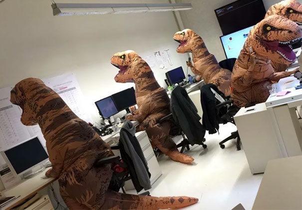 30張看出辦公室只是大人的遊樂園的「辦公室爆笑照片」。#3 證明工程師是動物?