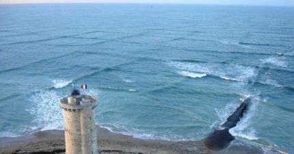 上帝傑作「神秘方塊海」網爆紅!遊客搶拍「千載難逢奇景」但千萬不要靠近!
