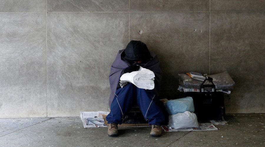 美國縣長「偽裝成街友」在街上生活3天2夜,目睹了讓他「非常震驚」的事情...