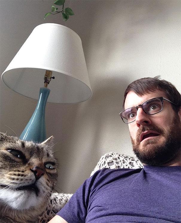30張低等人類嘗試跟「高尚喵星人」自拍失敗照! #18 只看到兩個正妹沒貓啊!