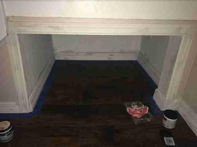 他買新家幫毛孩DIY專屬房間,「樓梯下超迷你愛的小窩」溫馨到狗狗都不肯出來了!