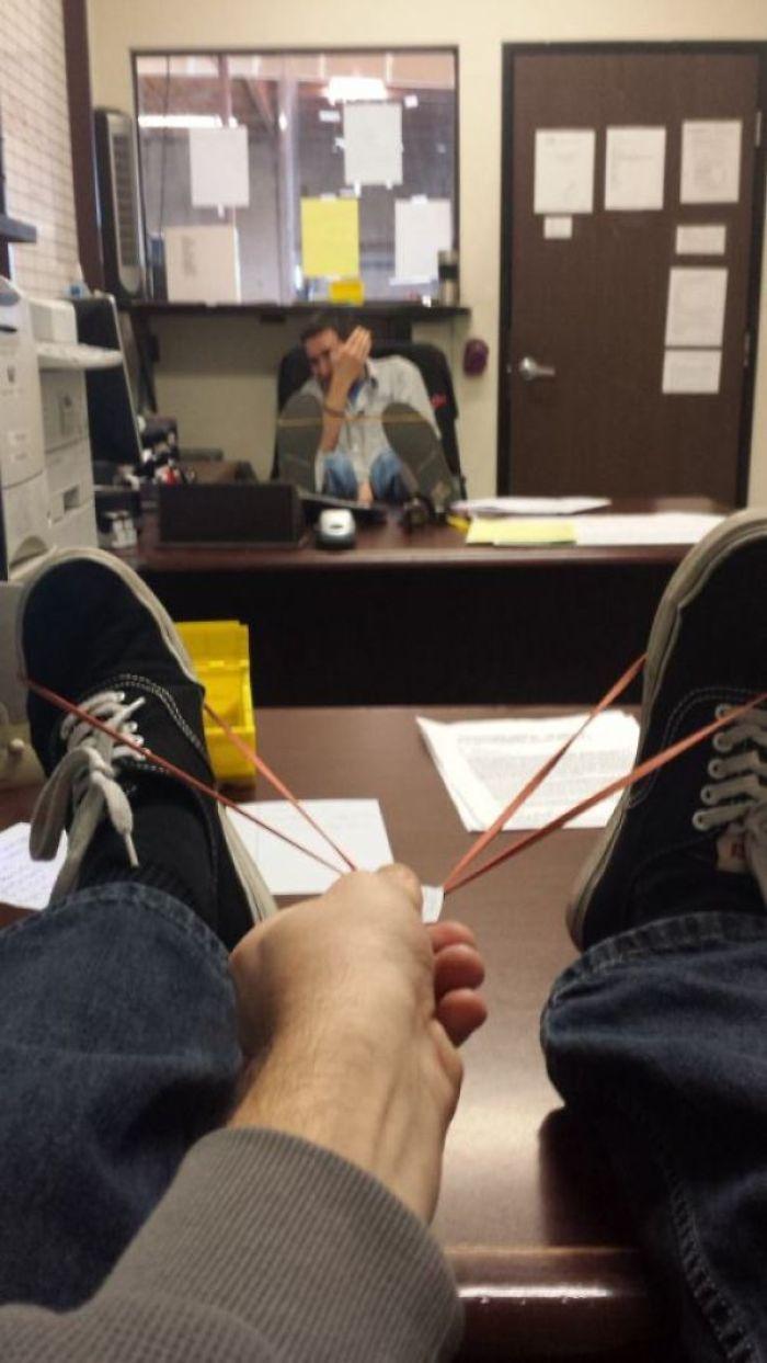 30個被老闆看到就會秒被FIRE掉的「辦公室太無聊人」。