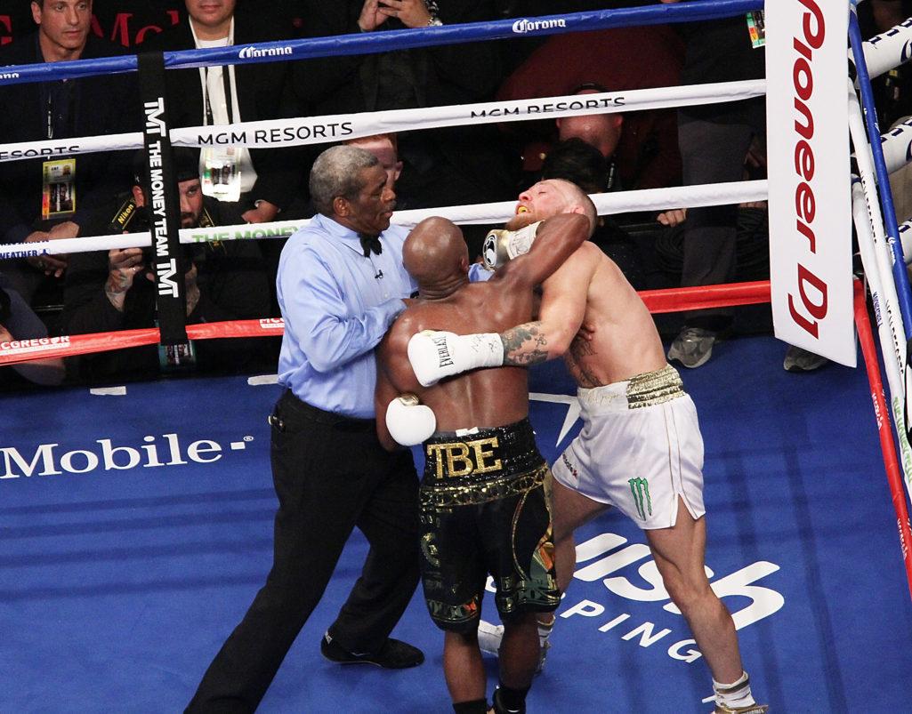 40歲拳王擊敗29歲的麥葛雷格!「不敗拳王」梅威瑟馬上炫耀支票「金額超驚人」!