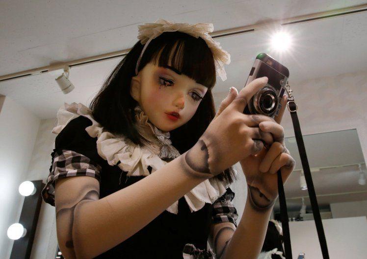 這個娃娃不能買!日本街頭出現「真人娃娃」 近看發現竟然會呼吸!