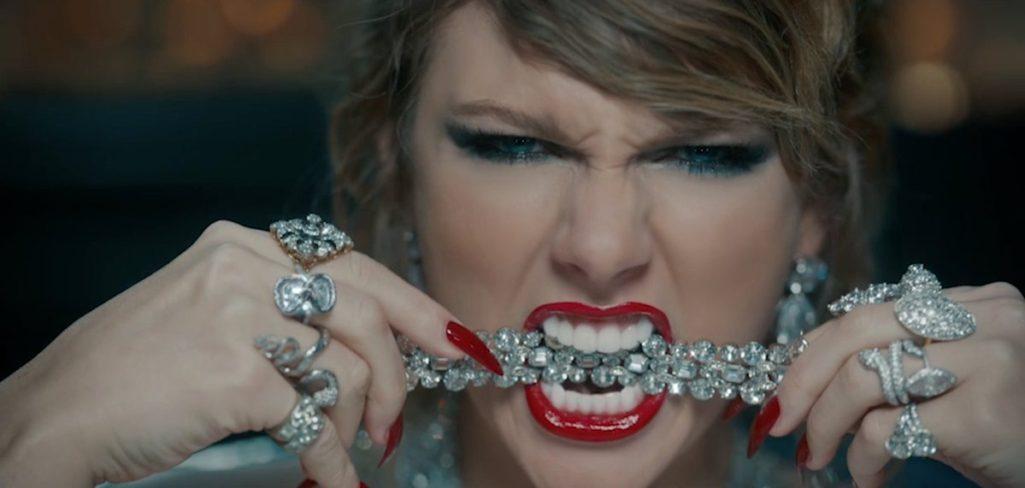 抄襲碧昂絲?!泰勒絲爆「新歌造型1:1從頭抄到腳」,網酸:以為白人碧昂絲!(影片)