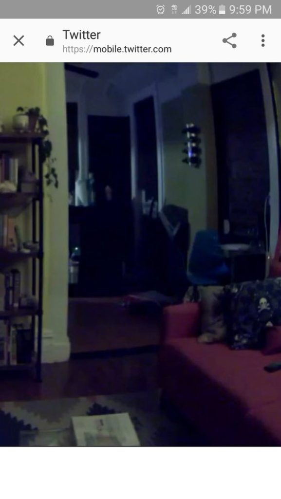 男子回家這張椅子每次都移位,怒設監視器拍到「最可怕靈異畫面」!(影片)