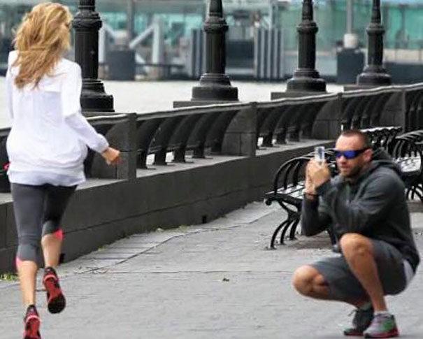 30張照片證明「美女照背後都有一個衰蛋」的爆笑證據照。#25 重新定義工具人!