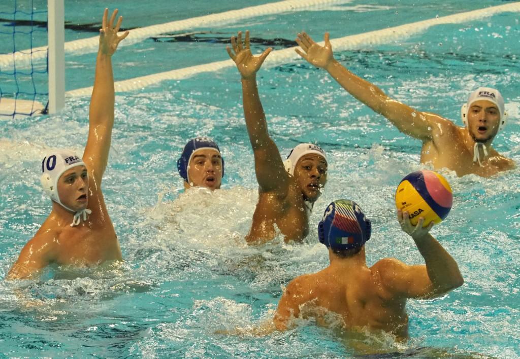 肉體大回饋!義大利水球隊想感謝台灣,賽後裸身和球迷自拍!
