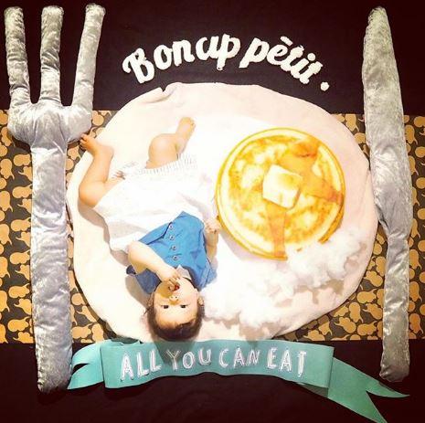 日本媽媽把女兒Cosplay成「最可愛食物」!「會擺PO的鬆餅」讓你萌到心底!(9張)