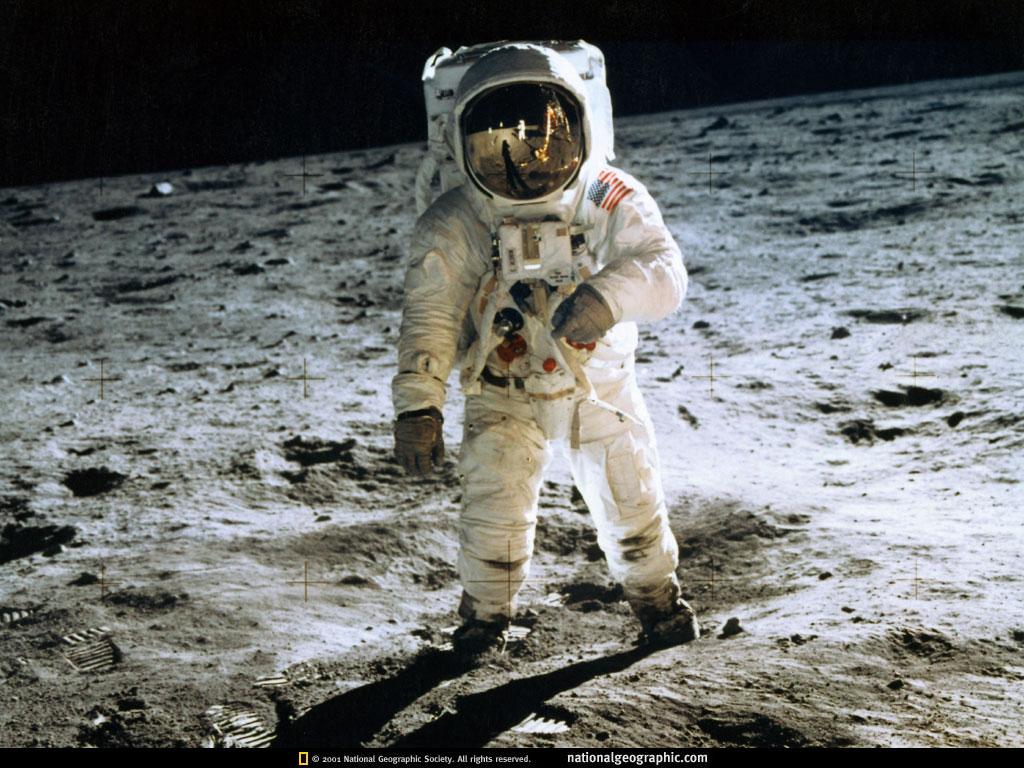 「中國名朝官員」才是世界上第一名太空人!月球上還有「隕石坑」以他來命名!